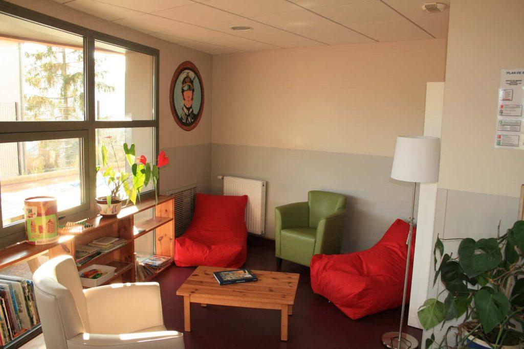Salle de séjour de l'unité de soins pour adolescents à Mende